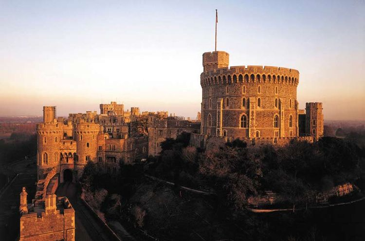 Windsor, Stonehenge and Bath Day Tour from London